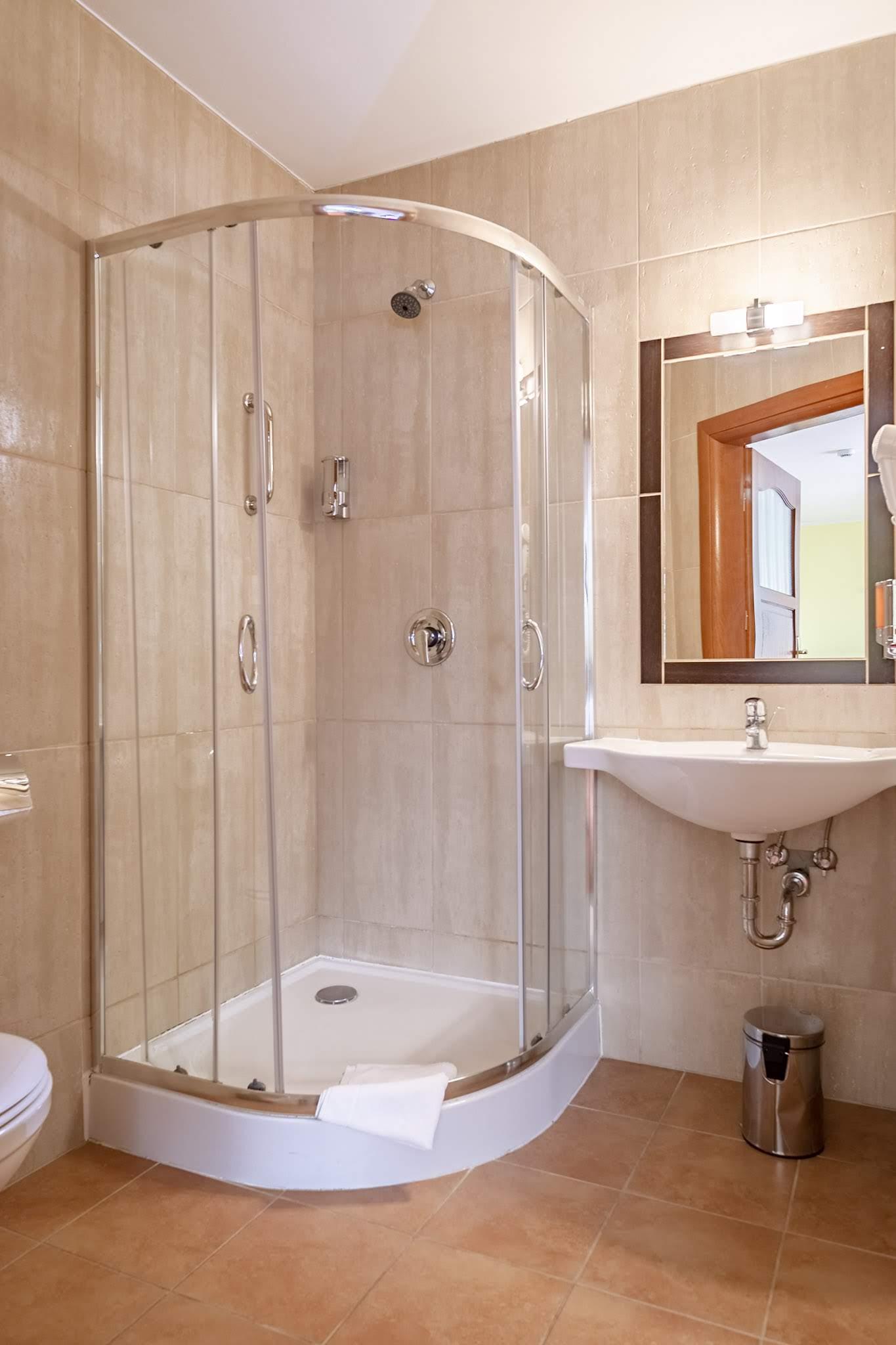 pokoje z prysznicem