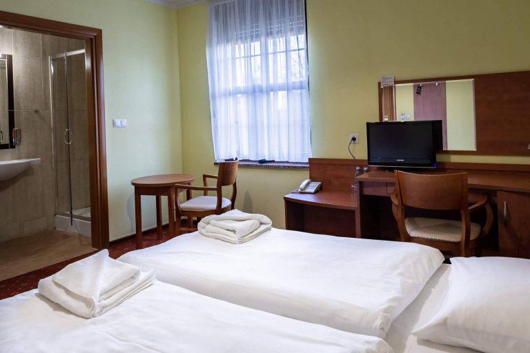 pokój dwuosobowy w hotelu bastion